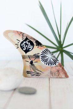 Decorated wooden surf fins: Men