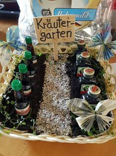 Herb garden # herb garden – The most beautiful gift ideas for men and women - Birthday Presents Herb Garden Pallet, Diy Herb Garden, Garden Gifts, Garden Art, Garden Ideas, Birthday Box Ideas, Birthday Photos, Birthday Presents, Diy Gifts