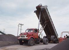 Another of those frameless dump trailers. Dump Trucks, Cool Trucks, Big Trucks, Antique Trucks, Vintage Trucks, Miss The Old Days, Truck Transport, Dump Trailers, Heavy Construction Equipment