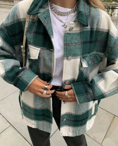 winter outfits street style gradient color block check shirt jacket green lattice fall jacket button up autumn jacket womens outerwear jackets with pockets green borg jacket for winter Edgy Outfits, Mode Outfits, Fall Outfits, Fashion Outfits, Fashion Ideas, Summer Outfits, Fashion Clothes, Fashion Trends, Layering Outfits