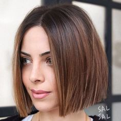 60 kurze glatte Frisuren 2018 - 2019 - bob hairstyles for fine hair - One Length Haircuts, Short Bob Haircuts, Haircuts With Bangs, Straight Haircuts, Chin Length Hairstyles, One Length Bobs, Modern Haircuts, Root Beer Hair, Beer For Hair