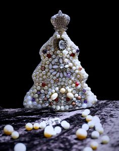 Medium size HandMade Christmas Tree. Perfect to decorate your Fireplace... For orders send an email at elly0291@yahoo.it #christmastree #gift #christmas gift #christmas #perfect gift #jewelled christmas tree
