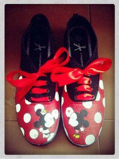 Zapatiilas pintadas de Mickey y Minnie Mouse