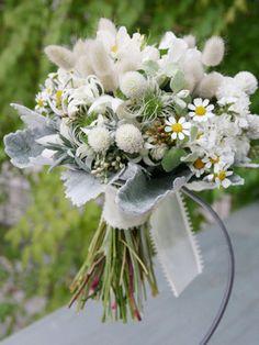 『ブーケ・ブートニアの由来と素敵なセレモニー』 野の花を摘んだイメージ