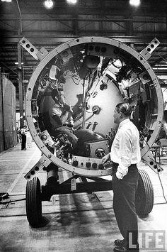 Von Braun during the development of Redstone missile and Jupiter-C rocket. | von Dan Beaumont Space Museum