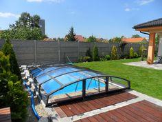 Tmavé barva na hliníkových profilech a polykarbonátové panely zastřešení bazénu IMPERIA