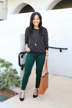 black and white polka dot sweater, green corduroy pants, black flats, long pendant necklace, cognac tote business casual outfit 2 Dressy Casual Outfits, Business Casual Outfits For Women, Fall Outfits For Work, Work Casual, Casual Looks, Business Attire, Business Casual Sweater, Casual Sweaters, Black Flats Outfit