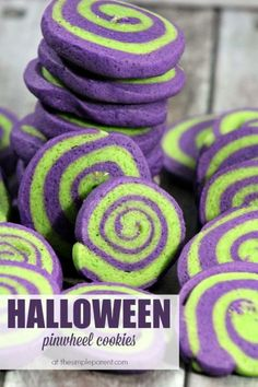Make Halloween pinwheel cookies for a fun and color way to celebrate! Halloween cookies are a fun alternative to candy! Make Halloween pinwheel cookies for a fun and color way to celebrate! Halloween cookies are a fun alternative to candy! Halloween Snacks, Buffet Halloween, Yeux Halloween, Halloween Torte, Pasteles Halloween, Halloween Cookie Recipes, Halloween Cookies Decorated, Hallowen Food, Halloween Goodies
