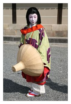 Komomo, geiko of Miyagawa-cho, as Yokobue. A low-ranking lady-in-waiting, Yokobue fell in love with Takiguchi-no-Tokiyori, a warrior of the Imperial Palace. The first time Tokiyori saw Yokobue dance at a hanami party he decided at once that he wanted her for his wife.