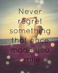 """""""Non rimpiangere mai qualcosa che ti ha fatto #sorridere"""" Buona serata da #LollyStar"""