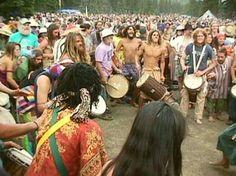 rainbow gathering loooove the drum circle :) Hippie Man, Hippie Vibes, Happy Hippie, Rainbow Gathering, Rainbow Family, Hippie Culture, My Unique Style, Vintage Hippie, Burning Man