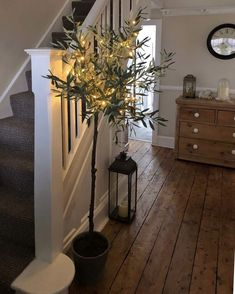 Cosy Autumn hallway pheebs 1 showing us how to cr Hallway Flooring, Wooden Flooring, Farmhouse Flooring, Farmhouse Stairs, Style At Home, Christmas Hallway, Christmas Tree, Flur Design, Hallway Designs