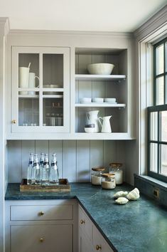 Outstanding 8 Best Modern Farmhouse Kitchen Cabinets Ideas Many people say that beauty is really in the eye of the beholder and when it comes to kitchen design, it must be true. There is no standard kitchen de. Refacing Kitchen Cabinets, Farmhouse Kitchen Cabinets, Modern Farmhouse Kitchens, Kitchen Cabinet Design, Black Kitchens, Kitchen Shelves, Home Kitchens, Gray Cabinets, Kitchen Backsplash