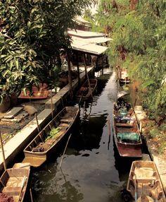 Découvrir Bangkok côté campagne, le temps d'une escale au marché du Klong Lat Mayom...