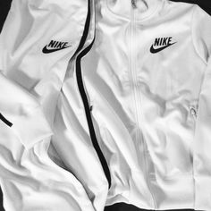 2014 cheap nike shoes for sale info collection off big discount.New nike roshe run,lebron james shoes,authentic jordans and nike foamposites 2014 online. Windbreaker Outfit, Nike Windbreaker, Nike Outfits, Workout Outfits, Workout Wear, Nike Flyknit, White Aesthetic, Skinny, Sport Wear