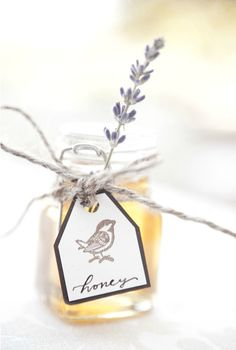 Love love love honey as a wedding favor! The sprig of lavender makes it extra sweet.