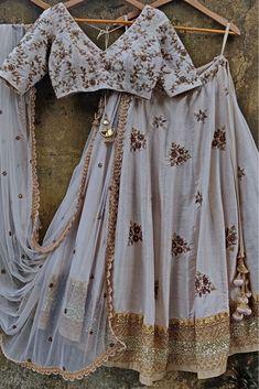 Gold Lehenga, Raw Silk Lehenga, Lehenga Saree Design, Indian Lehenga, Brocade Lehenga, Silk Dupatta, Bridal Lehenga, Dress Indian Style, Indian Fashion Dresses