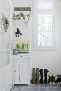Kuisti White Cottage, Cottage Style, Farms Living, Entrance Hall, Mudroom, Home Accents, New Homes, Home And Garden, Living Room
