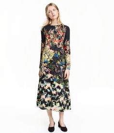 Long, A-line dress in a patterned weave with long sleeves, a seam under the bust and an opening with a concealed button at the back of the neck. Unlined.
