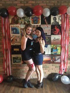 Bid Day themes-- rock n roll! 21st Party, 50th Birthday Party, Grad Parties, 17th Birthday, Rock Star Theme, Star Theme Party, Music Themed Parties, Music Party, Rockstar Party