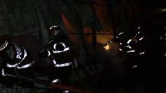 Un depozit cu anvelope din Vrancea a ars în întregime pe marginea drumului european 85. Nu au fost victime, dar pompierii s-au luptat timp de câteva ore sa stinga flacarile, informeaza România TV.