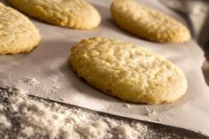 Learn how to make vegan lemon sugar cookies with this easy and simple recipe that is so flavorful you won't even need icing! Gluten Free Sugar Cookies, Sugar Cookie Recipe Easy, Lemon Sugar Cookies, Cookie Recipes, Cookies Vegan, Delicious Cookies, Cake Cookies, Vegan Sweets, Vegan Desserts