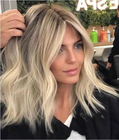 Spring/summer season is so vibrant and alive of colors making it more tempting to try your hands at one of the most popular hair color trends. Rich Hair Color, Hair Color And Cut, Medium Hair Styles, Short Hair Styles, Blonde Hair Looks, Summer Blonde Hair, Balayage Hair Blonde, Spring Hairstyles, Great Hair