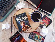 Écriture : Comment écrire une scène qui fait peur ? Stephen King Shining, Anne Rice, Roman, Action, Books, Bullet, Writing A Book, Books To Read, Spoiled Child