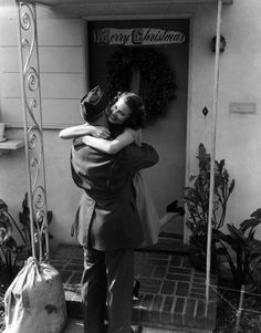 Soldier returns home, 1940s homecoming, the doors, vintage christmas, soldiers, welcome home, homes, photo, the holiday, christmas gifts