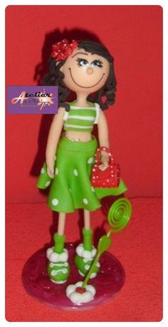 boneca em biscuit. Pode ser usada para topo de bolo ou lembrancinha.   Preço unitário. R$ 18,75
