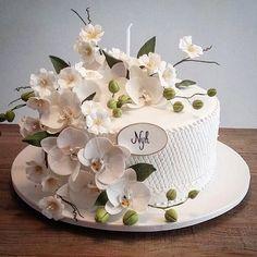 Happy Birthday with orchids and blossoms Almond cake with raspberry truffle (Bolo de amêndoas com trufa de framboesa e brigadeiro branco)