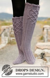 """Riverdance - Knitted DROPS socks with cables in """"Karisma"""". - Free pattern by DROPS Design Knitting Stitches, Knitting Socks, Knitting Patterns Free, Hand Knitting, Free Pattern, Crochet Patterns, Drops Design, Crochet Socks, Knit Crochet"""