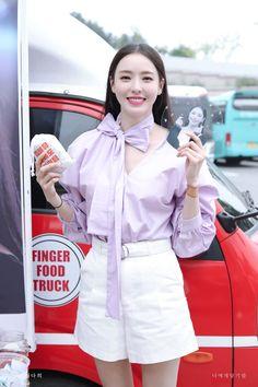 Kpop Outfits, Korean Outfits, Casual Outfits, New Fashion, Korean Fashion, Divas, Kim Tae Hee, Pretty Korean Girls, Lee Sung Kyung