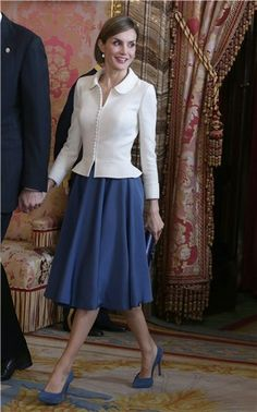 Queen Letizia of Spain's most stylish looks Dress Skirt, Dress Up, Queen Letizia, Business Attire, Royal Fashion, Classy Outfits, Modest Outfits, Work Fashion, Suits For Women