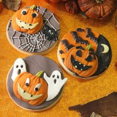 Make spooky pumpkins for Halloween with this Katy Sue mould pumpkin face. The mould contains beside the pumpkin also various parts for making the face. Use the pumpkins to decorate your cupcakes, cakes and more. Katy Sue Mould Pumpkin Face - Halloween & Autumn - Themes - Products | Deleukstetaartenshop.com