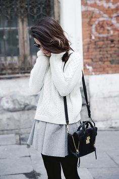 white sweater with gray skirt Fall Winter Outfits, Autumn Winter Fashion, Winter Style, Skater Skirt Outfit, Booties Outfit, Collage Vintage, New Fashion Trends, Gray Skirt, Pleated Skirt