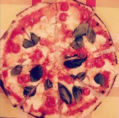 """Wer kann bei diesem Anblick schon """"nein"""" sagen? Bei der Pizza Margarita nach echt italienischem Rezept wird auch Reese schwach"""