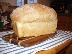 Sourdough Bread in the Bread Machine Sourdough bread requires more of a commitment than regular white bread, but it makes the best toast ever. Try this recipe in your bread machine. Sour Dough Bread Machine Recipe, Breadmaker Bread Recipes, Sourdough Bread Machine, Bread Machine Mixes, Easy Bread Machine Recipes, Easy Sourdough Bread Recipe, Best Bread Machine, Sourdough Bread Starter, Bread Maker Recipes