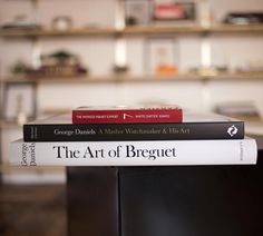 «Four new books and eight new Italian leather straps are now available in the @hodinkeeshop, including the out of print book The Art of Breguet by master…»