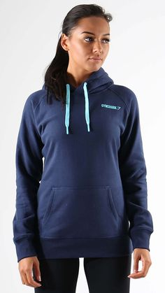The Crest Hoodie in Sapphire Blue is made from a warm cotton blend fabric with super soft interior - perfect for keeping warm pre or post workout.  - Discreet Gymshark logo detail - Lined hood with drawstring cord - Kangaroo pocket to front