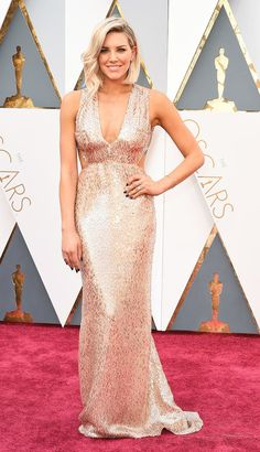 See all the most beautiful dresses from the Annual Academy Awards, worn on the red carpet by Naomi Watts, Olivia Munn and more. Best Celebrity Dresses, Celebrity Style, Most Beautiful Dresses, Pretty Dresses, Beautiful Women, Blush Dresses, Bridesmaid Dresses, Ball Dresses, Oscars