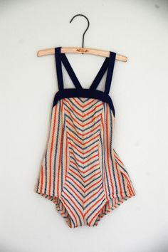 vintage  bathing suit. Why can't they make more swimsuits like these?
