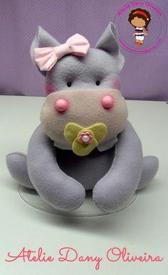 Hipopótamo em feltro,para decoração do quartinho do seu bebê,chá de bebê,aniversário  Verificar a disponibilidade do atelie antes de fechar a sua compra R$ 30,00
