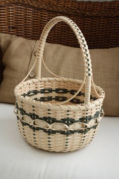 The Majestic Mountain Basket is a more elaborate basket with various interesting features. Can be used as an Easter basket that can be passed down