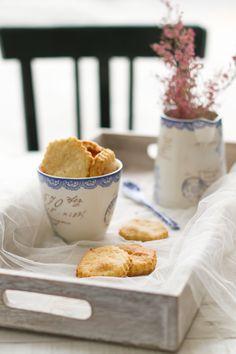 Parmesan and oregano cookies by Los Tragaldabas