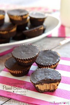 These easy, all-natural, delicious Homemade Peanut Butter Cups whip up with just three ingredients.betcha' can't eat just one! Homemade Peanut Butter Cups, Peanut Butter Chocolate Bars, Peanut Butter Recipes, Chocolate Chips, Healthy Sweet Snacks, Sweet Treats, Healthy Meals, Candy Recipes, Sweet Recipes
