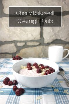Cherry Bakewell Overnight Oats - A Dash of Ginger Slimming World Desserts, Slimming World Breakfast, Slimming World Overnight Oats, Oats Recipes, Raw Food Recipes, Smoothie Recipes, Freezer Recipes, Freezer Cooking, Drink Recipes