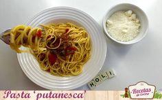 Pasta a la putanesca -  Si eres amante de la gastronomía italiana, seguro que este plato te es muy familiar y te encanta. La pasta a la putanesca es una de las variedades con más personalidad dentro del amplio abanico de posibilidades de las pastas. Su toque picantón, los contrastes de la acidez del tomate, el toque in... - http://www.lasrecetascocina.com/pasta-a-la-putanesca/