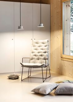 Maine is a design from the Goula / Figuera studio. Its creation was inspired by the aesthetics of enormous nineteenth century ships and their small details, as bull's-eyes or vent hoses. #light #lighting #design #estiluz #lightinginspiration #lightingideas #lightingdesign #white #maine #goulafiguera #suspensionlight