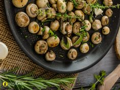 Σαλάτα μανιτάρια με Grand Marnier και δενδρολίβανο